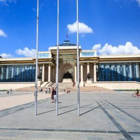 Das Parlament mit Genghis Khan in der Mitte