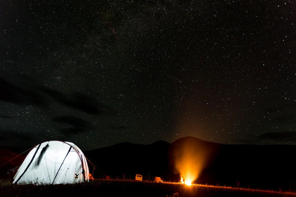 Zelt, Lagerfeuer und Sterne