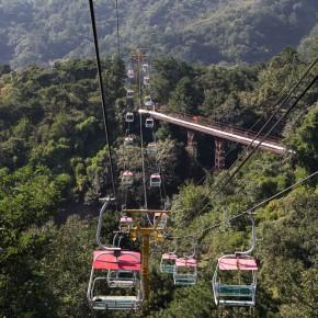 Cableway up the wall at Badaling