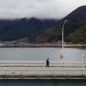 Brücke über den See.